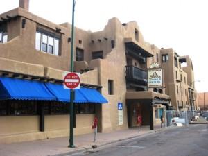 Santa Fe, New Mexico: Hier wird nur im Adobestil der Indianer gebaut.