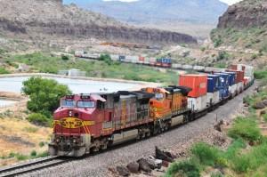 Kingman, Arizona: Die Santa-Fe-Eisenbahn begleitet die Route 66 auf weiten Strecken.
