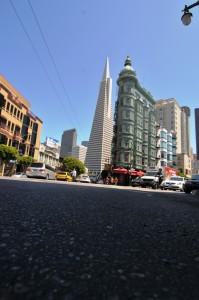 Alt und neu auf einem der bekanntesten Strassenszenen von San Francisco.