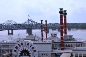 Das Casinoschiff im Vordergrund ist nicht seetüchtig.