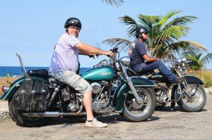 Ernesto Guevara (li) mit Kumpel in Havanna auf seiner 49er Panhead.